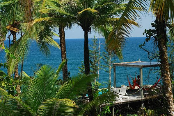 Deck mit Blick auf den Pazifik