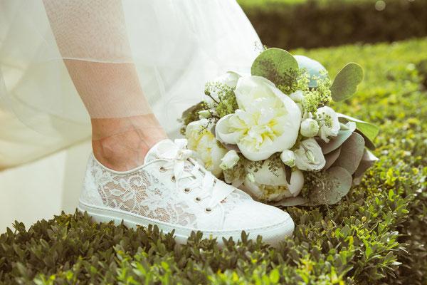 Hochzeitsfoto Alena und Salvatore Hochzeitsschuh der Braut fotografiert von Timo Erlenwein Fotografie