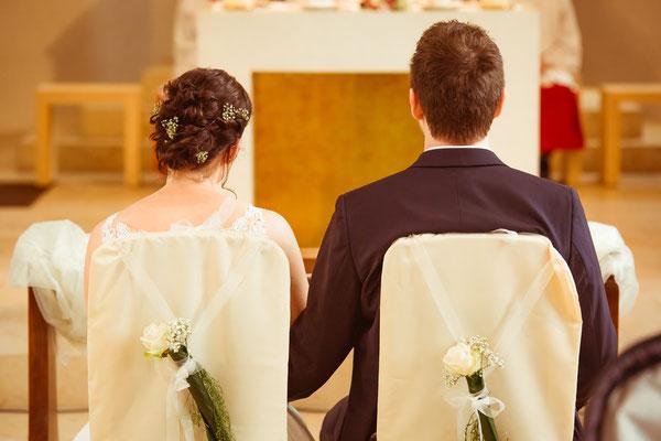 Hochzeitsfoto Anne und Tobi Kirche von hinten fotografiert von Timo Erlenwein Fotografie