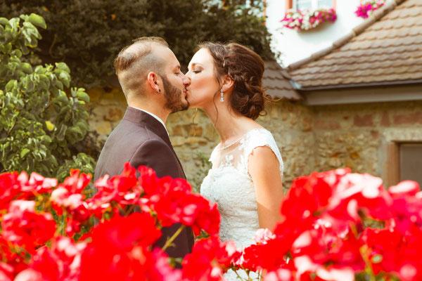 Hochzeitsfoto Alena und Salvatore Kuss beim Brautpaarshooting fotografiert von Timo Erlenwein Fotografie