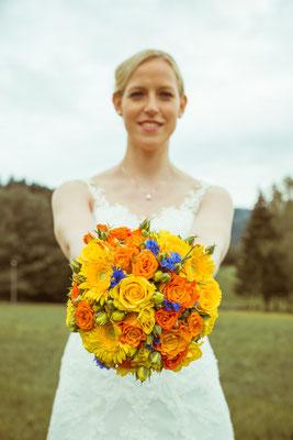 Hochzeitsbild von Susanne mit Brautstrauß von Hochzeitsfotograf Timo Erlenwein