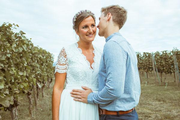 Hochzeitsfoto von Anja und Guido während dem Shooting in den Reben von Timo Erlenwein Fotografie