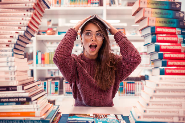 Bibliotheksshooting - Portraitfotografie von Timo Erlenwein Fotografie