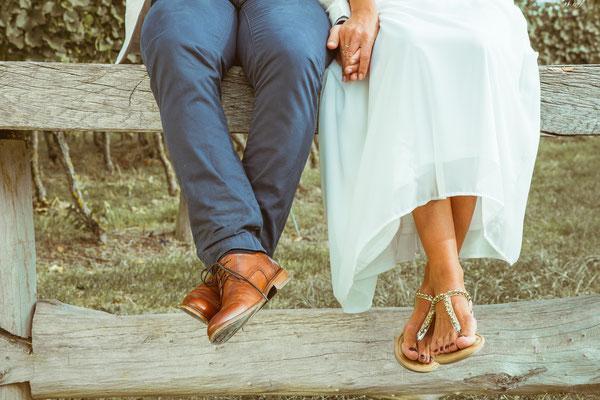 Hochzeitsfoto von Anja's und Guido's Schuhen von Timo Erlenwein Fotografie