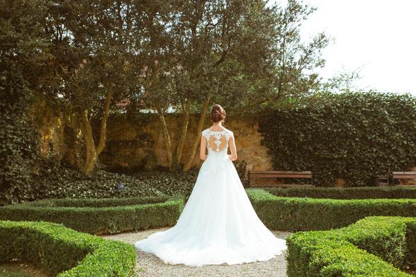 Hochzeitsfoto Alena und Salvatore das Hochzeitskleid fotografiert von Timo Erlenwein Fotografie
