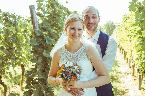 Hochzeitsbild von Julia und Clemens in den Reben in Malterdingen von Timo Erlenwein Fotografie