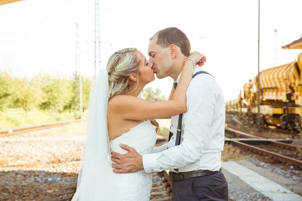 Hochzeit Kerstin und Georg Kuss bei Hochzeitsshooting fotografiert von Timo Erlenwein Fotografie