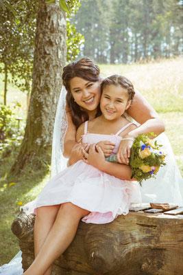 Hochzeit Valerie Simon Braut mit Tochter fotografiert von Timo Erlenwein Hochzeitsfotograf