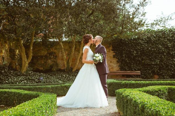 Hochzeitsfoto Alena und Salvatore Ganzkörperbild fotografiert von Timo Erlenwein Fotografie