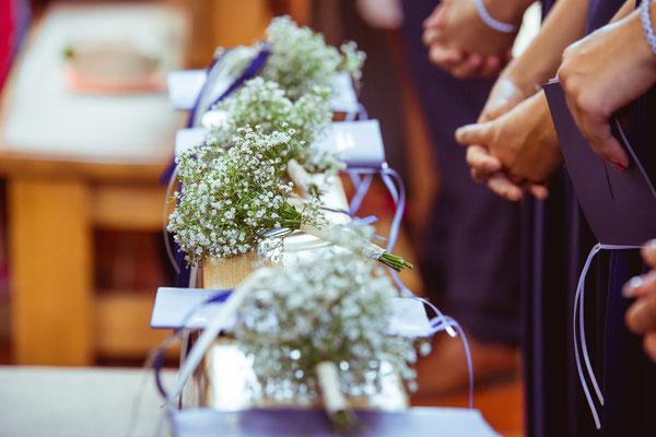 Hochzeitsbild von den Blumensträußen der Brautjungfern von Hochzeitsfotograf Timo Erlenwein