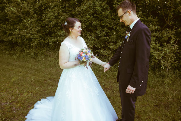 Hochzeitsbild von Jenny und Marius beim First-Look von Hochzeitsfotograf Timo Erlenwein