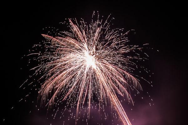 Hochzeitsbild vom Feuerwerk für das Brautpaar von Hochzeitsfotograf Timo Erlenwein