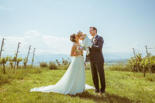 Hochzeitsfoto Anne und Tobi Brautpaarshooting mit Tochter fotografiert von Timo Erlenwein Fotografie