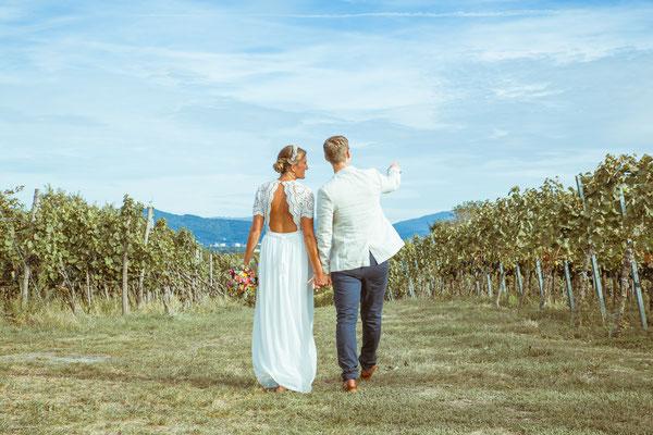 Hochzeitsfoto von Anja und Guido in den Reben von Timo Erlenwein Fotografie