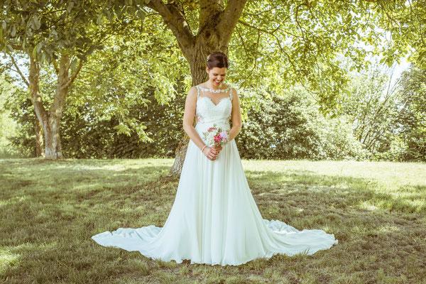 Hochzeitsfoto Anne und Tobi Braut im Brautkleid fotografiert von Timo Erlenwein Fotografie