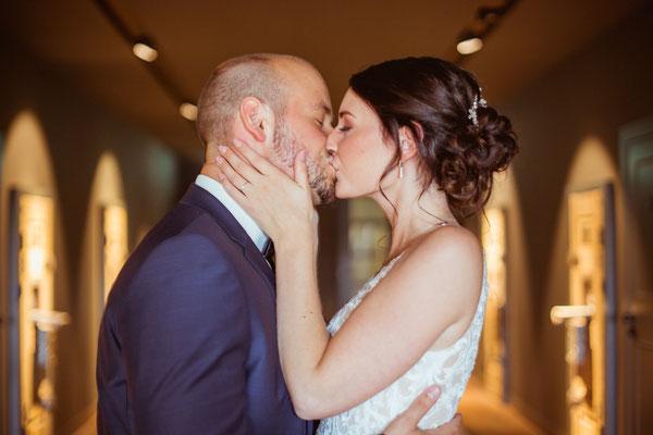 Hochzeitsbild von Jacqueline und Fabian Kuss Brautpaarshooting fotografiert von Timo Erlenwein Fotografie