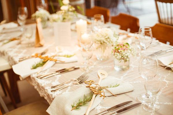 Hochzeitsbild Verena und Daniel Tischdekoration der Location fotografiert von Timo Erlenwein Fotografie