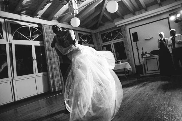 Susanne und Wolfgang beim Hochzeitstanz von Hochzeitsfotograf Timo Erlenwein