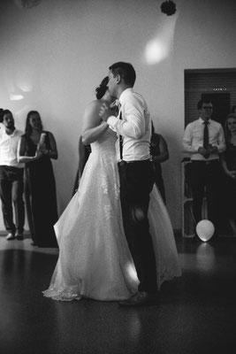 Hochzeitsbild von Anne und Daniel bei ihrem schönen Hochzeitstanz von Hochzeitsfotograf Timo Erlenwein