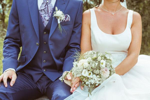 Hochzeitsbild Verena und Daniel Outfits beim Hochzeitsshooting fotografiert von Timo Erlenwein Fotografie