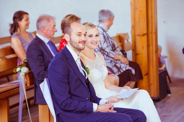 Hochzeitsbild von Julia und Clemens in der Kirche während der Trauung von Timo Erlenwein Fotografie