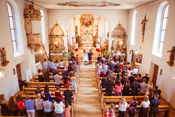 Hochzeit Valerie Simon von der Empore in der Kirche fotografiert von Timo Erlenwein Hochzeitsfotograf