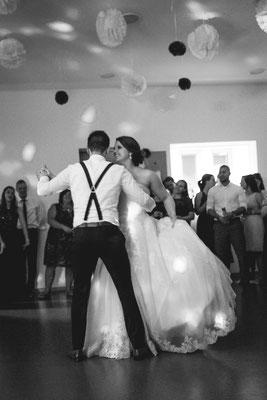 Hochzeitsbild von Anne und Daniel beim Hochzeitstanz von Hochzeitsfotograf Timo Erlenwein