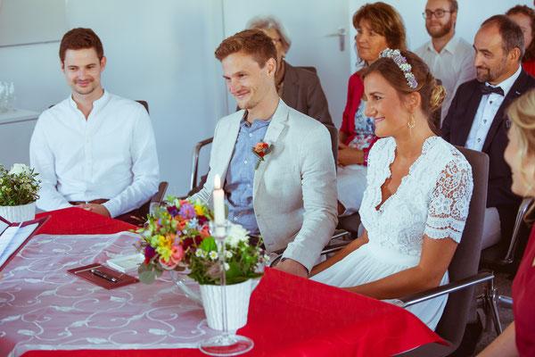 Hochzeitsfoto von Anja und Guido im Standesamt während der Traurede von Timo Erlenwein Fotografie