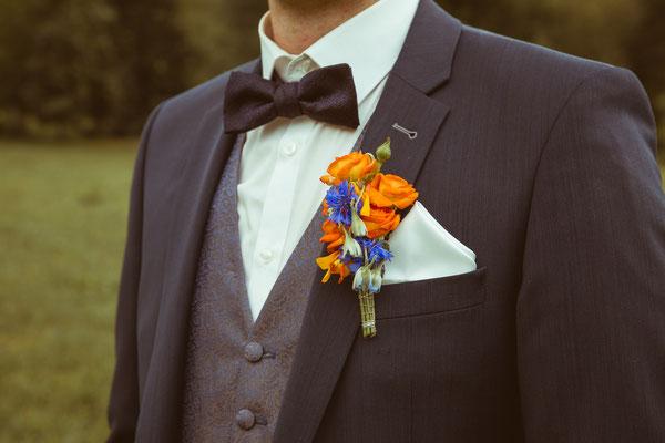 Hochzeitsbild von Wolfgang mit Anzugsdetails von Hochzeitsfotograf Timo Erlenwein