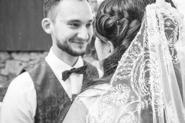 Hochzeit Valerie Simon Detailbild von Brautpaar fotografiert von Timo Erlenwein Hochzeitsfotograf