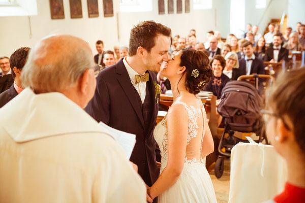 Hochzeitsfoto Anne und Tobi Hochzeitskuss fotografiert von Timo Erlenwein Fotografie