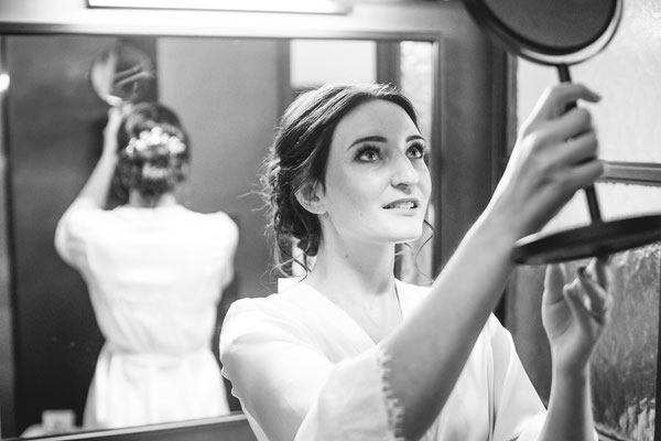 Hochzeitsbild von Jacqueline und Fabian Braut Getting Ready fotografiert von Timo Erlenwein Fotografie