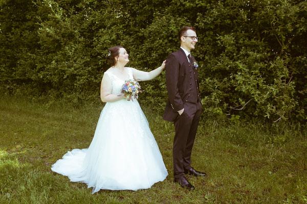 Hochzeitsbild von Jenny und Marius kurz vor dem First-Look von Hochzeitsfotograf Timo Erlenwein