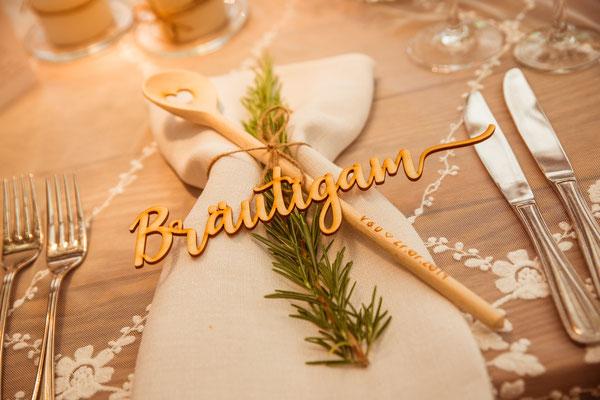 Hochzeitsbild Verena und Daniel Tischdekoration des Bräutigam fotografiert von Timo Erlenwein Fotografie