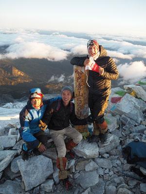 Meine zwei Guides und ich auch dem Gipfel