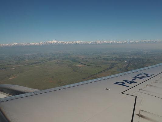 Kasachische Steppe und Tian Shan Gebirge