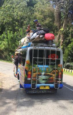 Busfahrt auf Flores