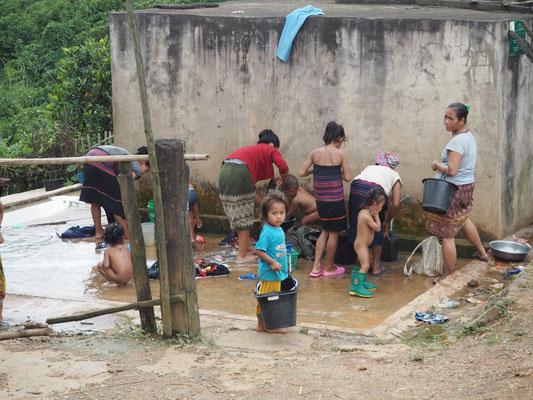 Wäsche und Kinder Waschtag