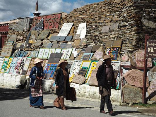Pilger auf dem Weg zum Kloster