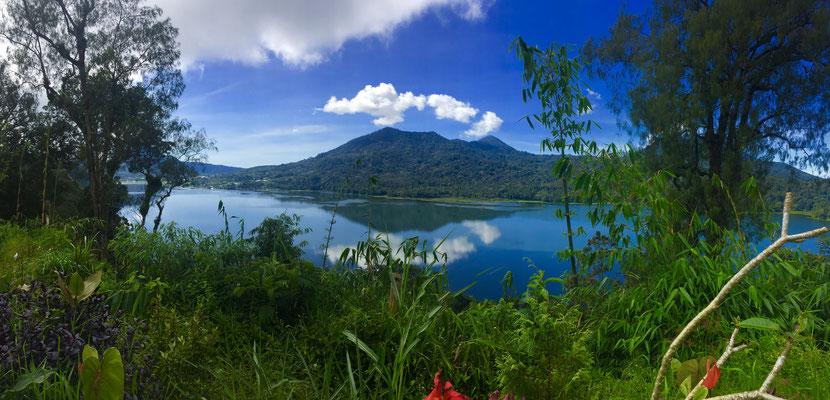 Vulkane und Kraterseen überall