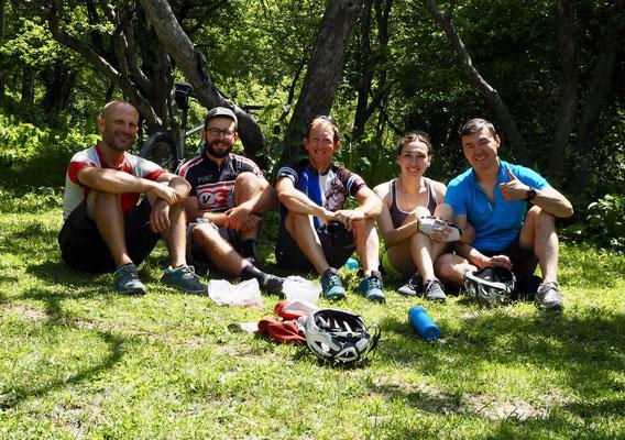 Almaty: Peter aus Österreich, Nico aus Lausanne, Ich, Nurseit Frau und Nurseit aus Kasachstan