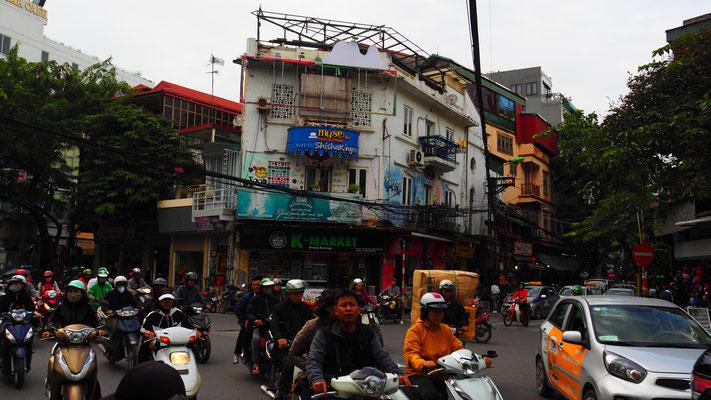 Mofas und viel Verkehr