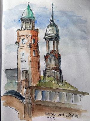 St. Michael und Uhrenturm von den St. Pauli Landungsbrücken aus