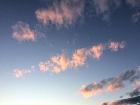 降り出す前の夕焼け空