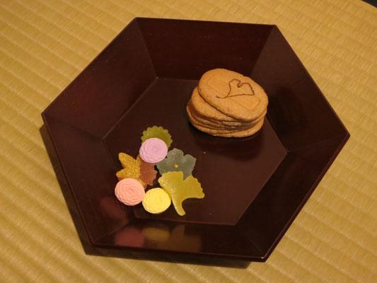 末冨製干菓子・麩焼き煎餅 鍵善・菊寿糖