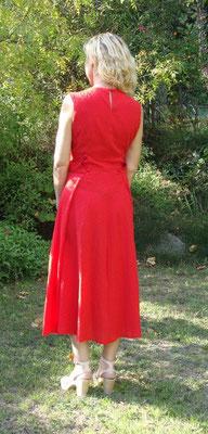 Dos robe rouge des années 50