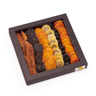Art. 950805 Vesta SCHWARZ  Aprikosen, Weichspeckbirnen, Birnen, Bananen, Pflaumen, Kiwi, Dampfäpfel     Stulpschachtel: 24.5 x 24.5 x 3.5 cm  Verpackung: Karton 4 x 805 g