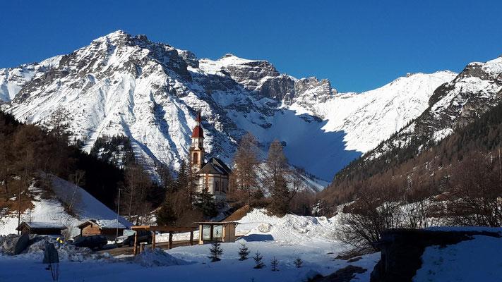 Kirche Obernberg mit Tribulaun
