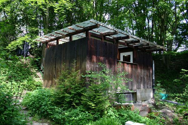 Toiletten- und Technikhütte