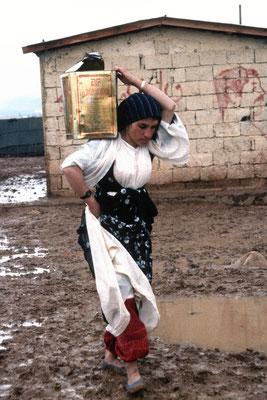 Geflohene Kurden nach Giftgasangriff aus dem Nordirak, Lager Kizeltepe, Türkei 1989 © Heike Wolters-Wrase